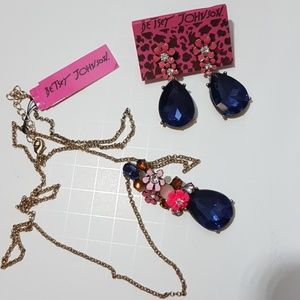 Floral and gemstone necklace earring set